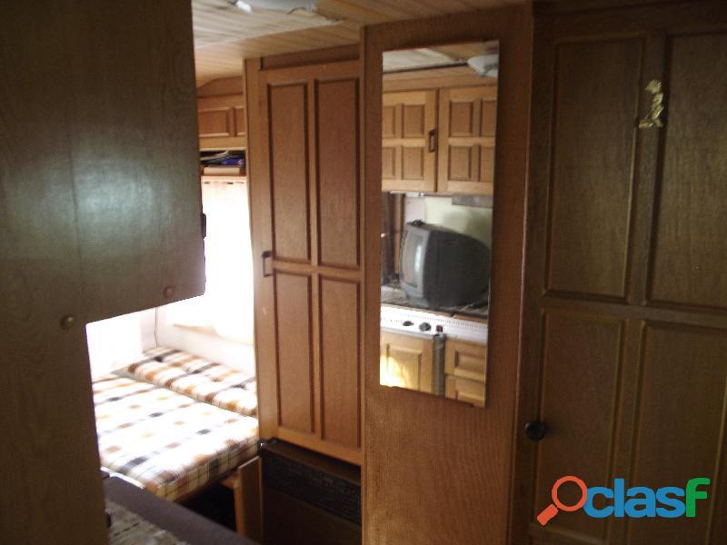 Roulotte stanziale con casetta in legno 1