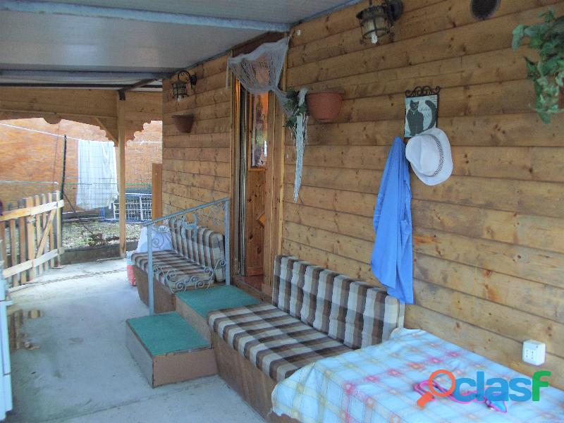 Roulotte stanziale con casetta in legno 2