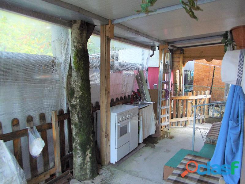 Roulotte stanziale con casetta in legno 6