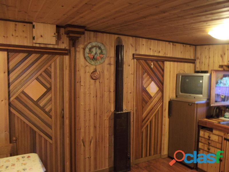 Roulotte stanziale con casetta in legno 7