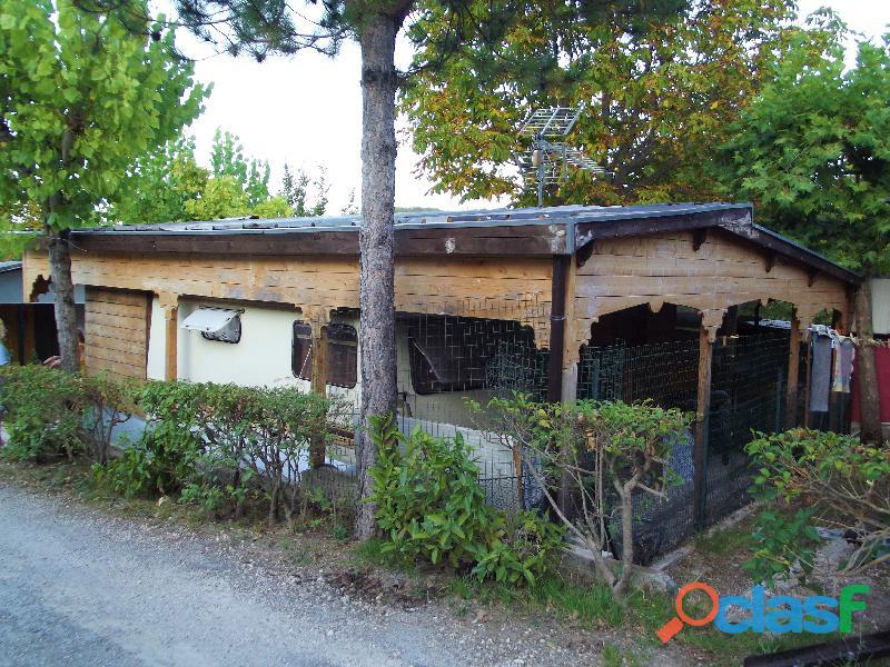 Roulotte stanziale con casetta in legno 8