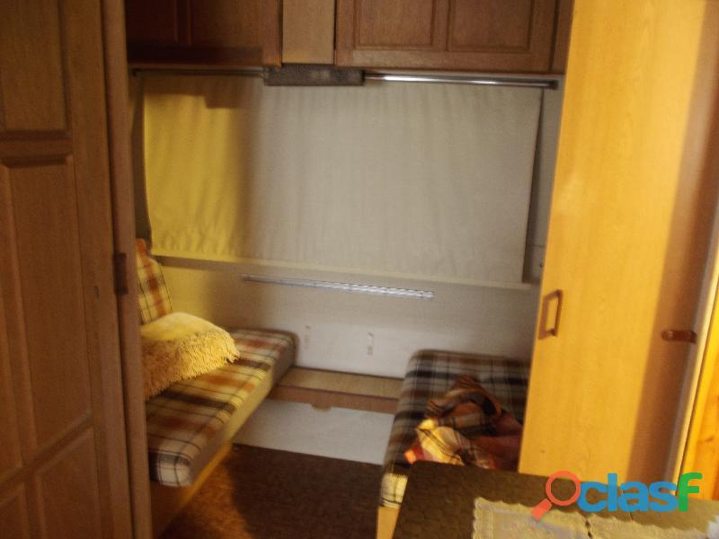 Roulotte stanziale con casetta in legno 9