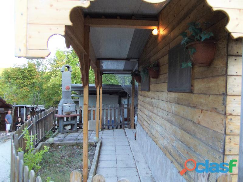 Roulotte stanziale con casetta in legno 11