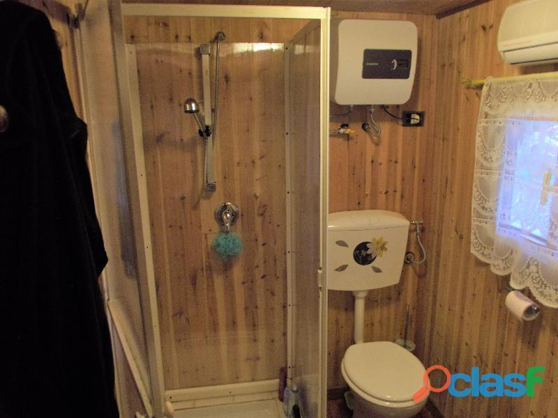 Roulotte stanziale con casetta in legno 12