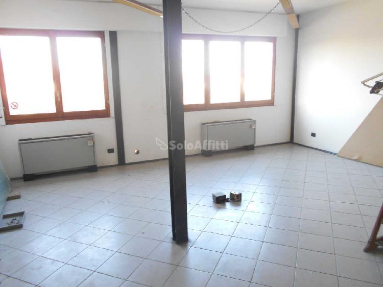 Ufficio - 4 locali a Senna Comasco 0
