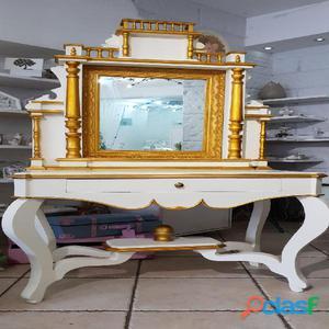 Antica toeletta con specchiera restaurata