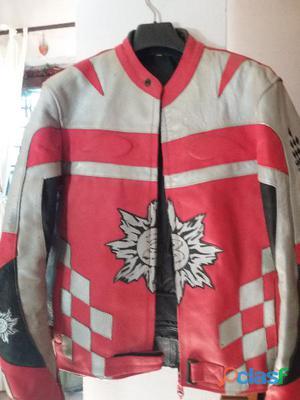 giacca da moto colore rosso e grigio