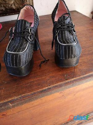scarpe marca Demonia