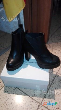 Scarpe nere con tacco