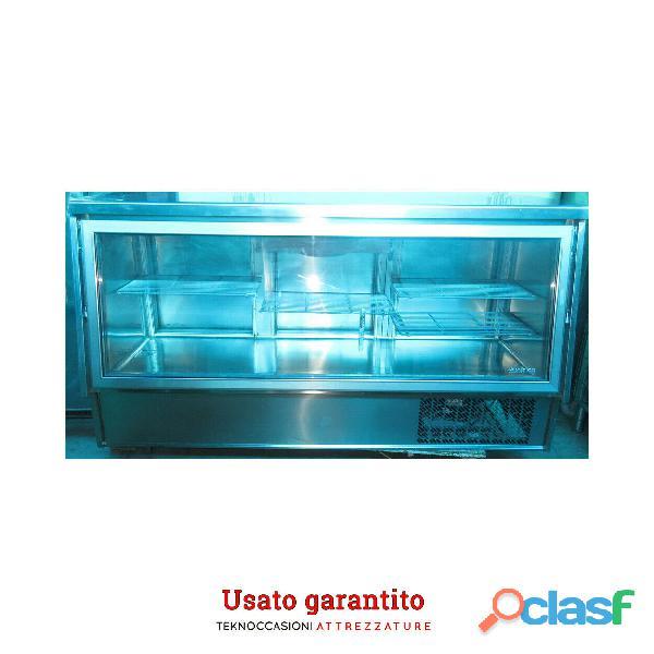 Vetrina refrigerata Infrico con carico frontale e posteriore