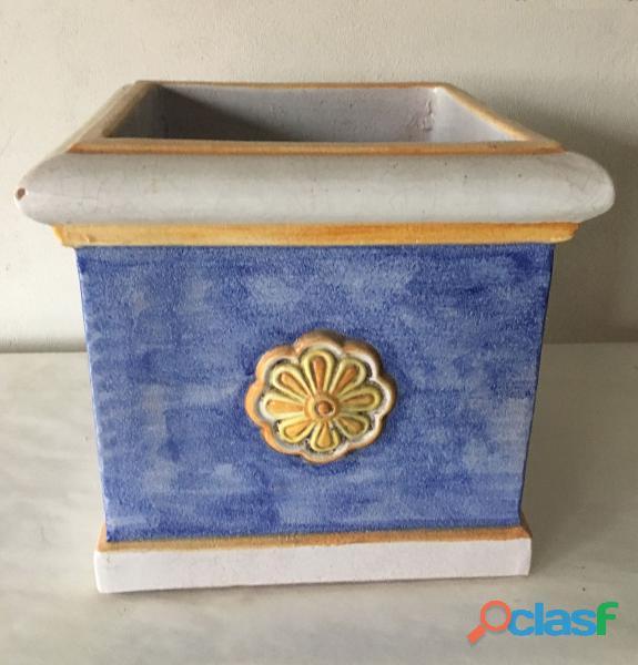 Vaso quadrato in ceramica smaltata