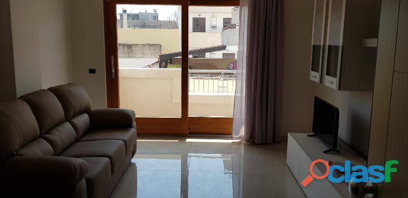 Disponibile subito appartamento arredato traversa viale grassi