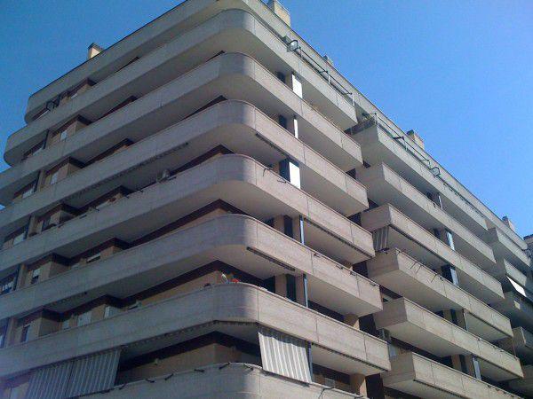Appartamento roma via truffi - stanza arredata