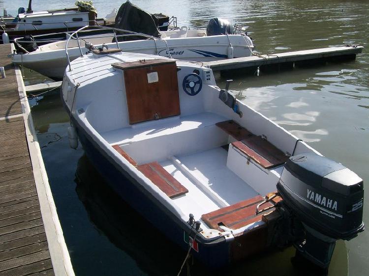 Barca pilotina mt 5,00 con motore yamaha top 700 25/40 cv