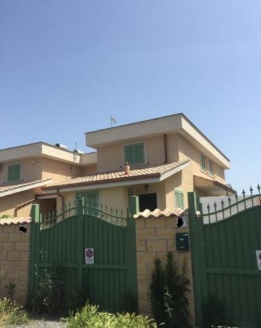 Villetta a schiera di 140 m² con 4 locali in affitto a roma