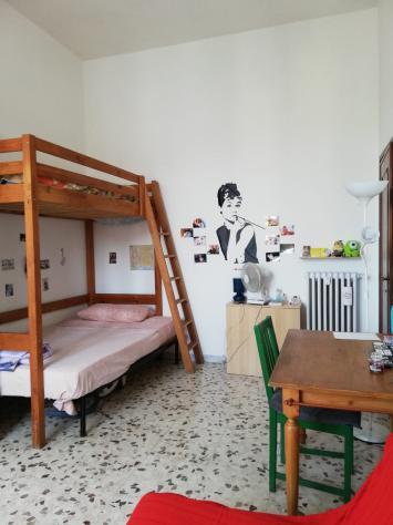 Camera singola in appartamento situato a piazza salerno, n.6