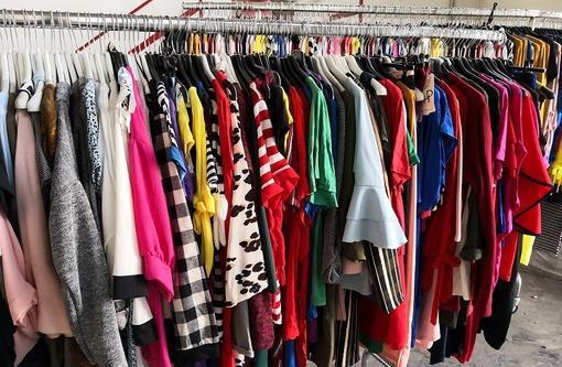Stock abbigliamento donna estiva 2.50 euro milano