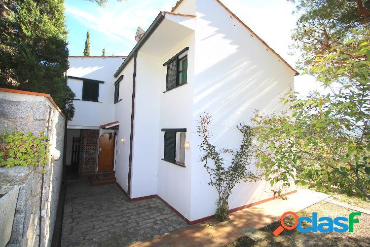 Splendida villa su due livelli vista mare con giardino