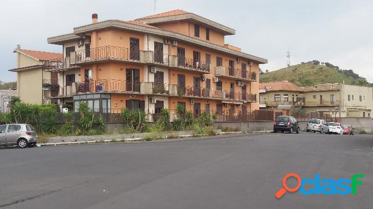 Catania pressi osp.garibaldi nuovo magazzino 390 mq