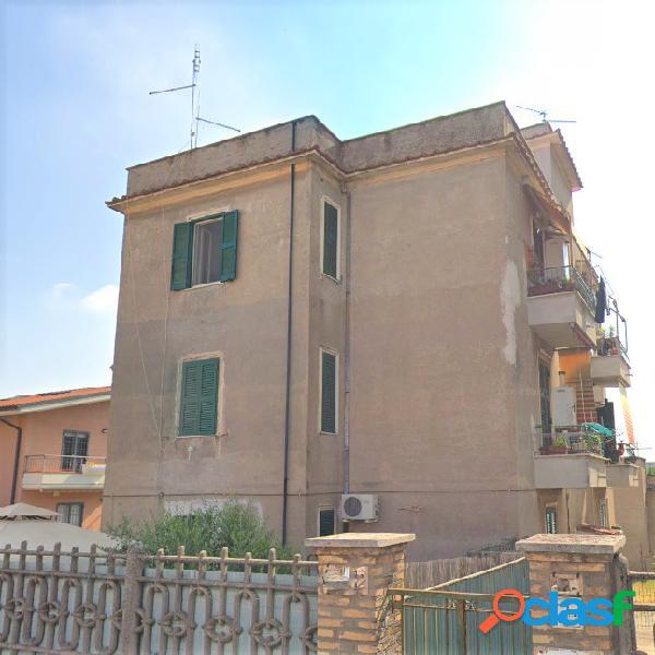 Alessandrino: bilocale ristrutturato con terrazzo