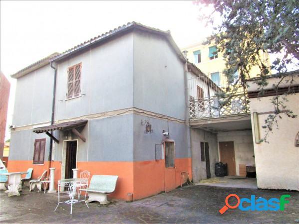 Torre-spaccata - 6 locali € 450000 t605