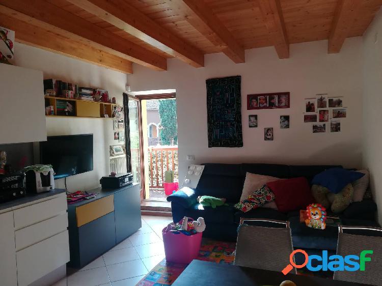 Isera appartamento in vendita 3 locali 130.000 eur t321