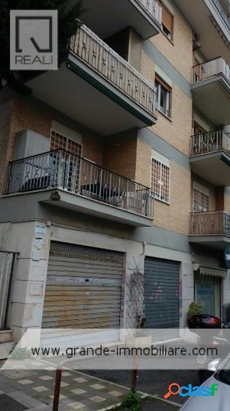 Torrevecchia - negozio 2 locali € 600 na203