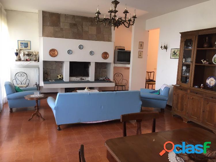 Monte compatri - villa 9 locali € 170.000 t910