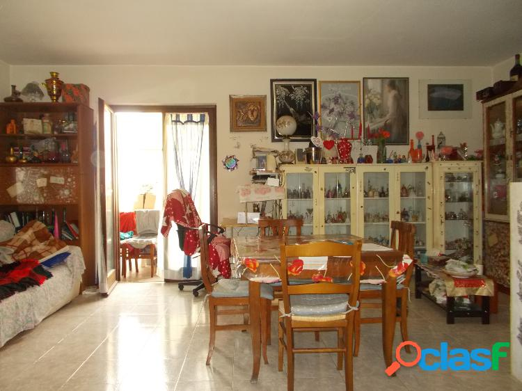 Centro - appartamento 4 locali con box€ 149.000 t404