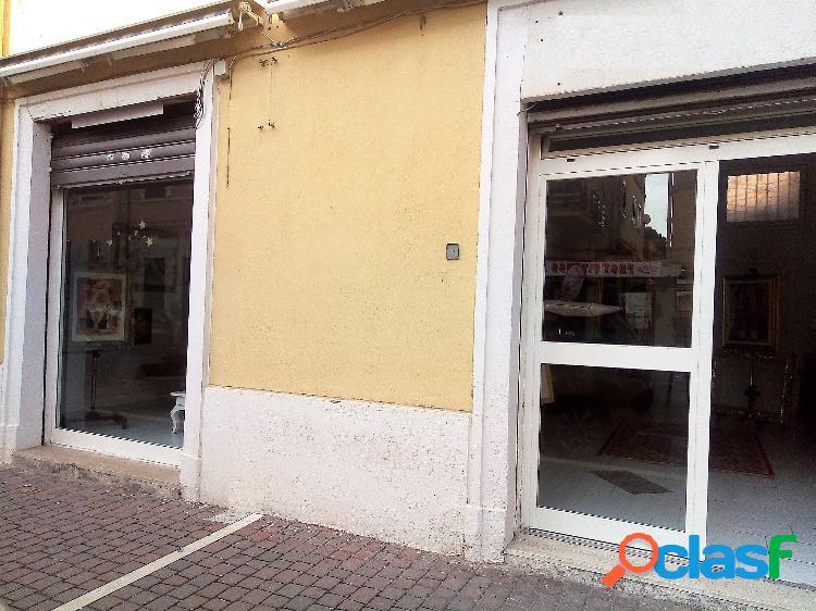 Centro - attività 2 locali € 1.000 aa201