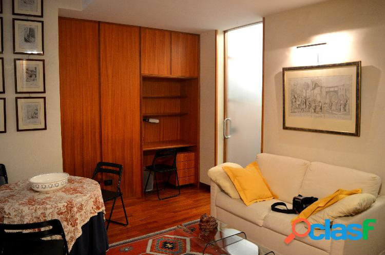 Piazza venezia adia appartamento 2 locali € 1.000 a202