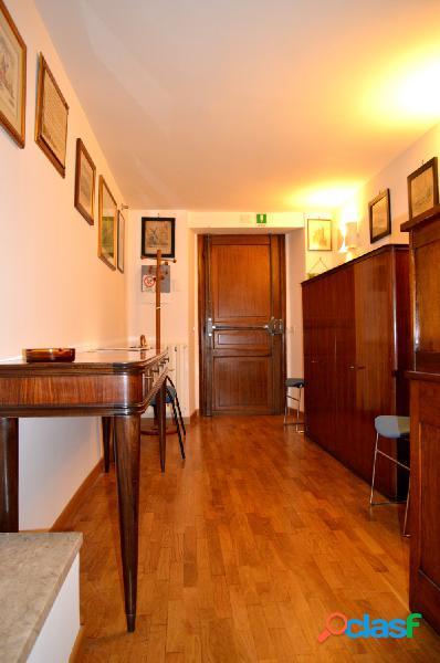 Parione-pantheon ufficio 4 locali € 1.900 ua401