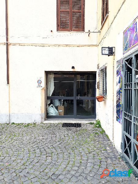Centro storico - magazzino 4 locali € 120.000 mt401