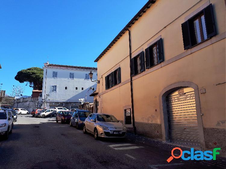 Centro storico - negozio 2 locali € 800 na205