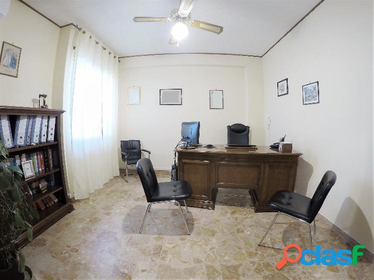 Centro storico - ufficio 5 locali € 200 ua501