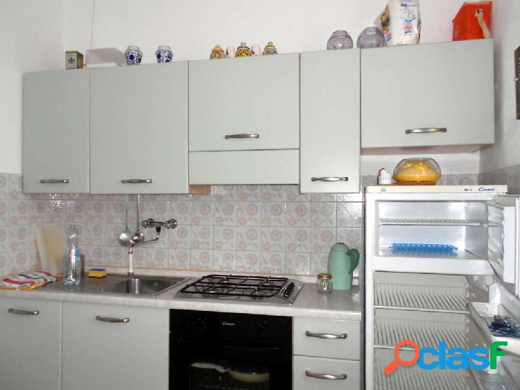 Ceriale, monolocale con cucina a parte e 2 balconi