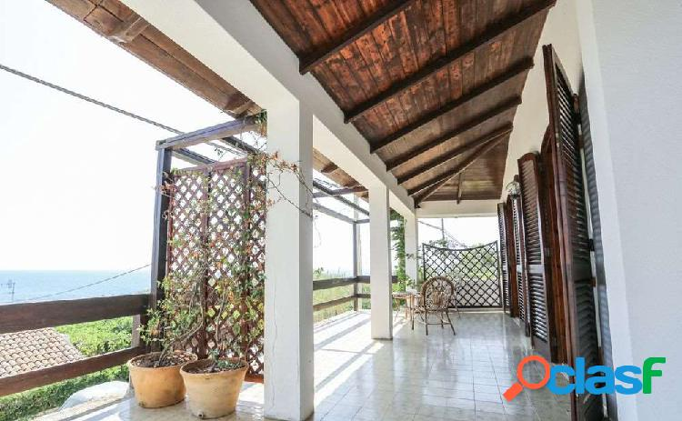 AFFITTASI 6 CAMERE Villa Vista Mare - Puglia