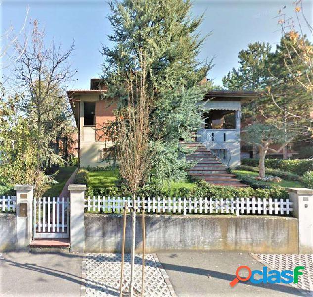 Villa su 3 livelli - 600 mq. Giardino
