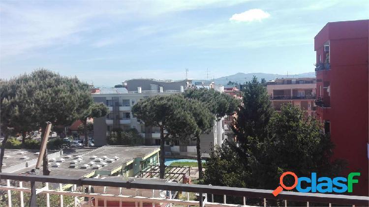 Appartamento mq. 95 e box pomezia centro
