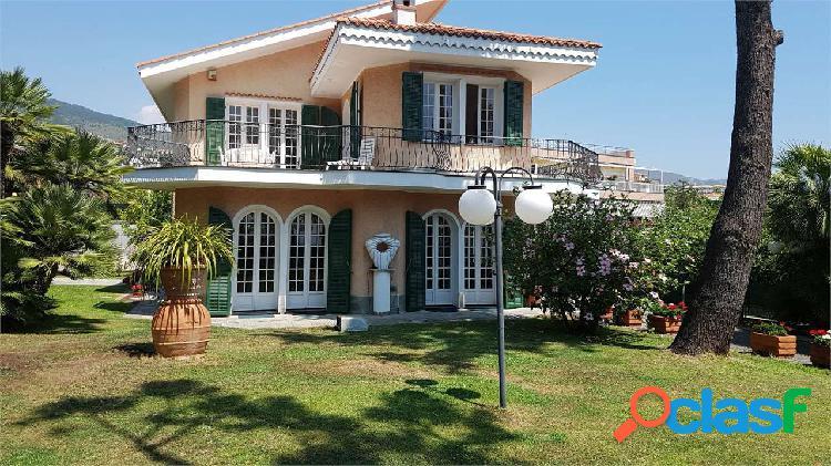 Sanremo, villa con splendida vista mare, terrazza