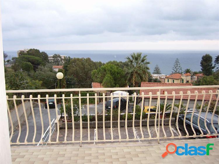 Vista mare, biservizi, terrazzo, p. auto