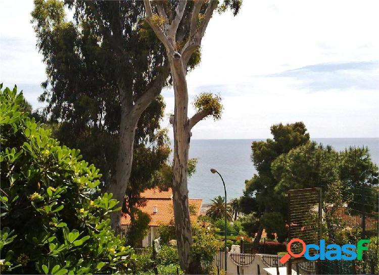 Vista mare, terrazzo e giardino privato