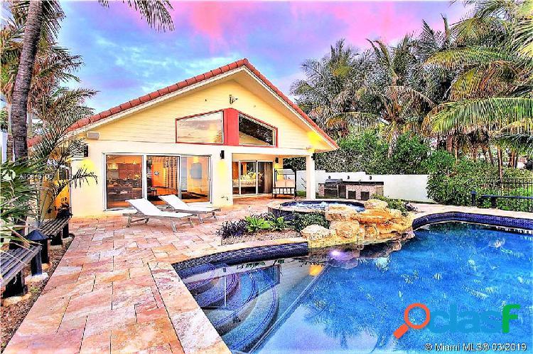 Vendesi villa sulla spiaggia di golden beach miami