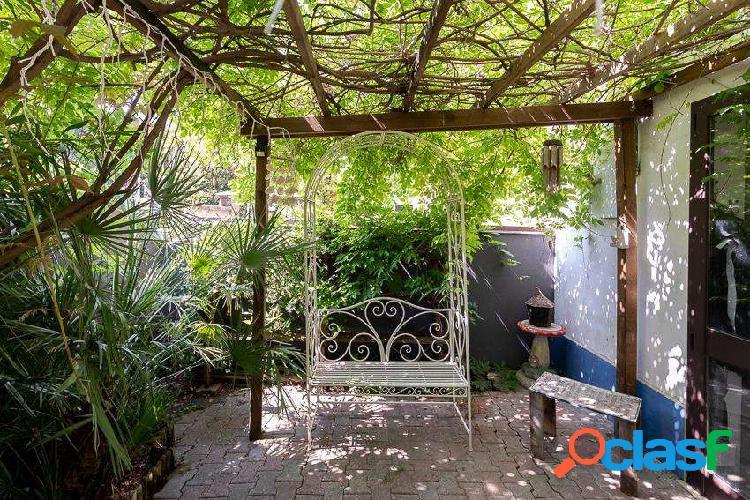 Parte di casa con giardino privato
