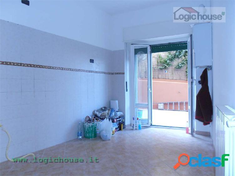 Savona trilocale con terrazzo in vendita
