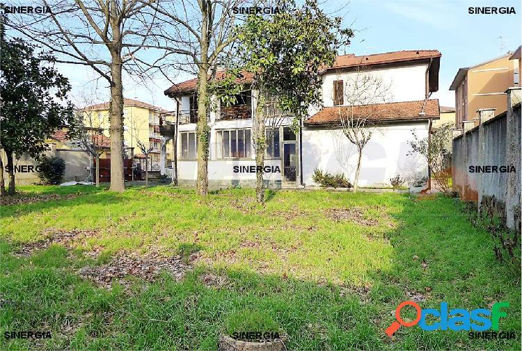 5 locali in villa con veranda, giardino e box