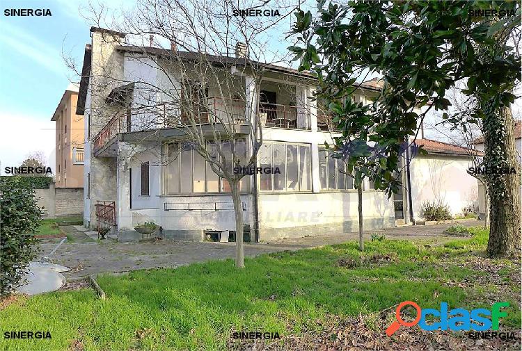 5 locali in villa con veranda, giardino e box 1