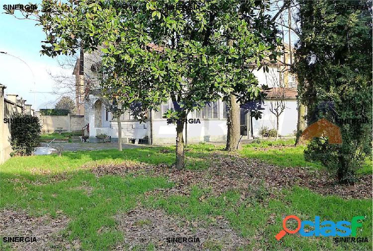 5 locali in villa con veranda, giardino e box 2