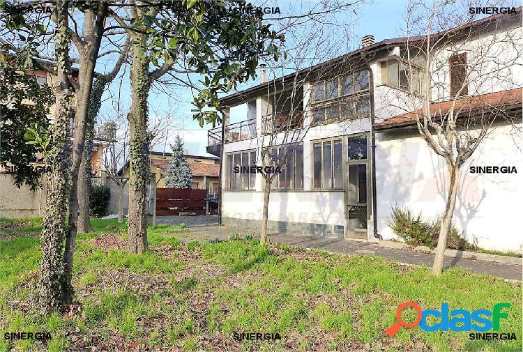 5 locali in villa con veranda, giardino e box 3