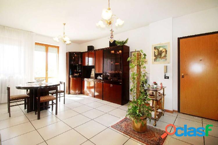 Ancona - grande appartamento zona brecce bianche